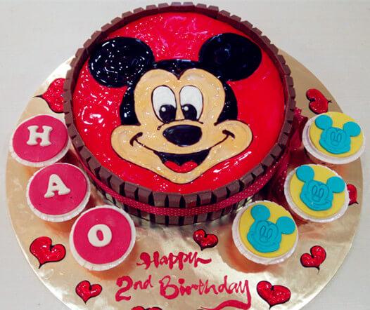 Enjoyable Top 10 Creative Cartoon Cakes For Boys Faridabadcake Personalised Birthday Cards Cominlily Jamesorg