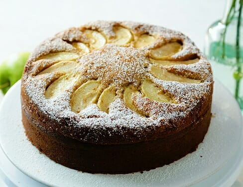 an apple pie cake